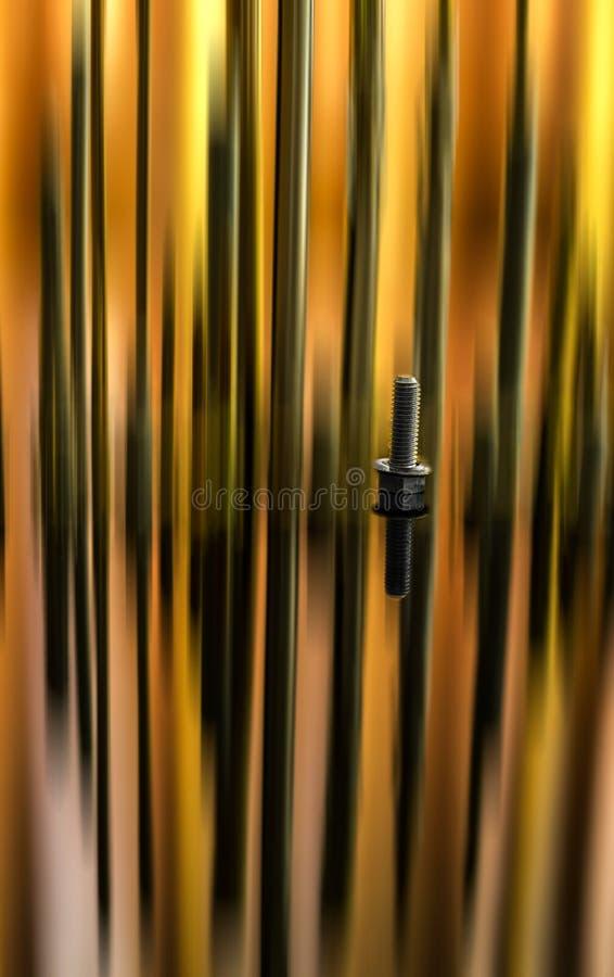 金属与反射和行动迷离的螺栓特写镜头 免版税库存图片