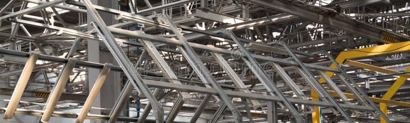 金属化建筑抽象背景 工厂或工业设施的技术室 E 免版税库存照片