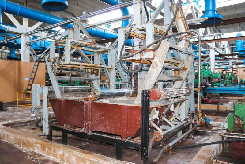 金属化生产部门的工业强有力的设备在建造机器的石油精炼,石油化学,化工 免版税库存照片