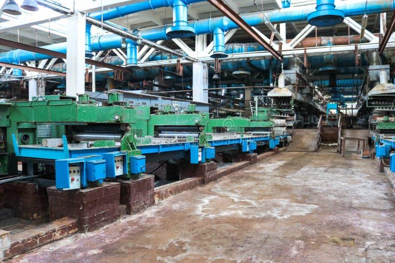 金属化生产部门的工业强有力的设备在建造机器的石油精炼,石油化学,化工 免版税库存图片
