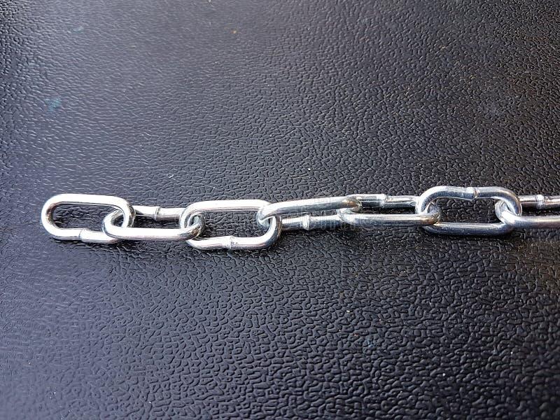 金属化链铁纹理背景,强的镀铬物保护 免版税库存图片