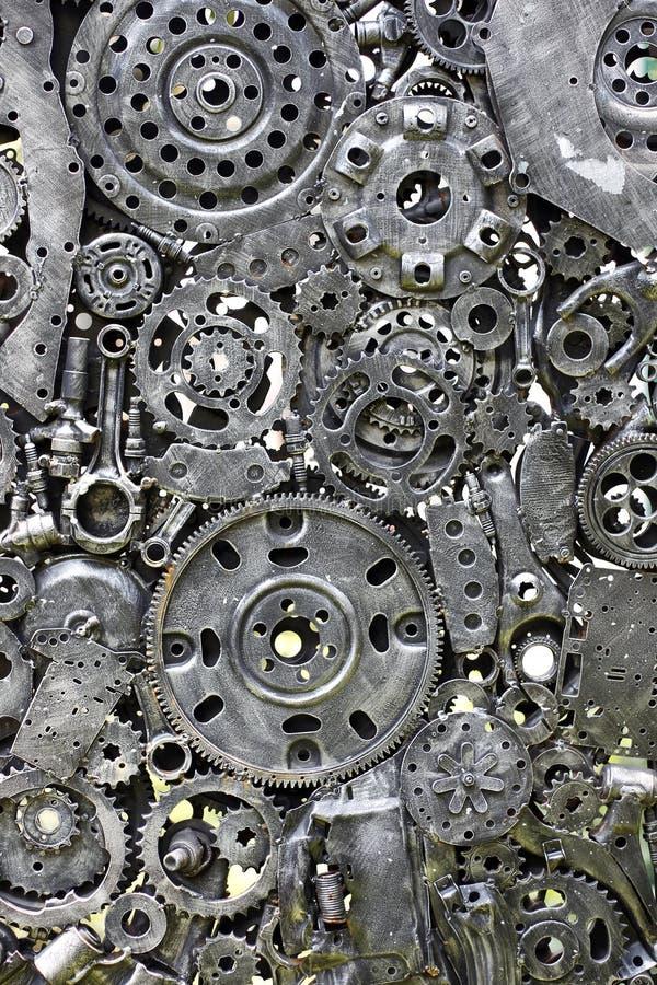 金属化齿轮,汽车,汽车, motocycle 工艺品从使用的备件的金属艺术品 免版税库存照片