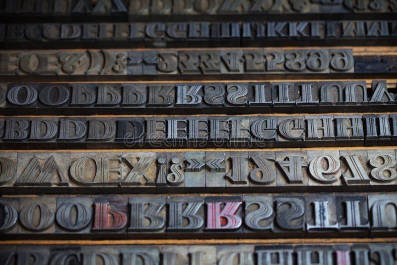 金属印刷机信件 库存图片