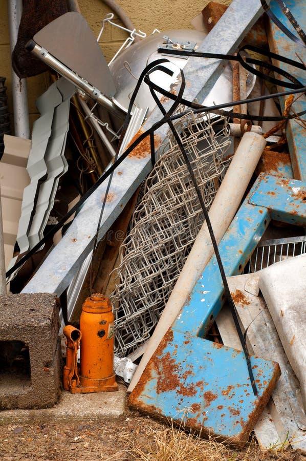 金属堆报废垂直 库存图片