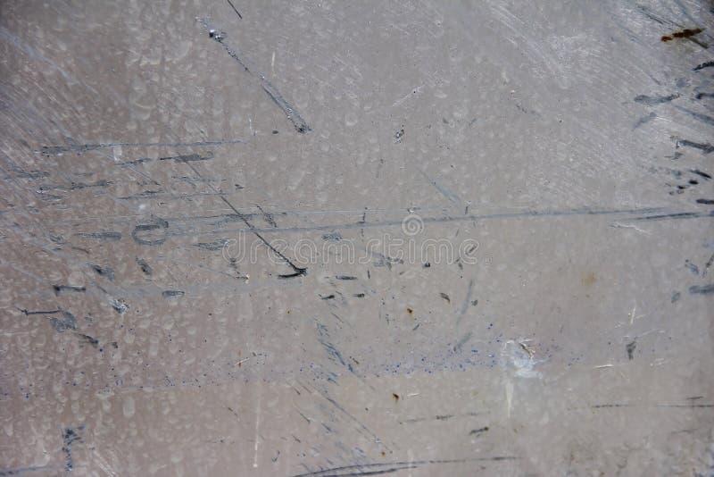 金属墙壁纹理与抓痕、污点和镇压的表面 免版税库存图片