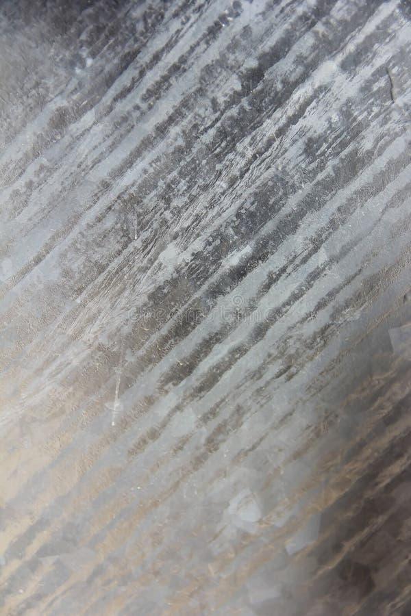 金属墙壁纹理与抓痕、污点和镇压的表面 库存图片