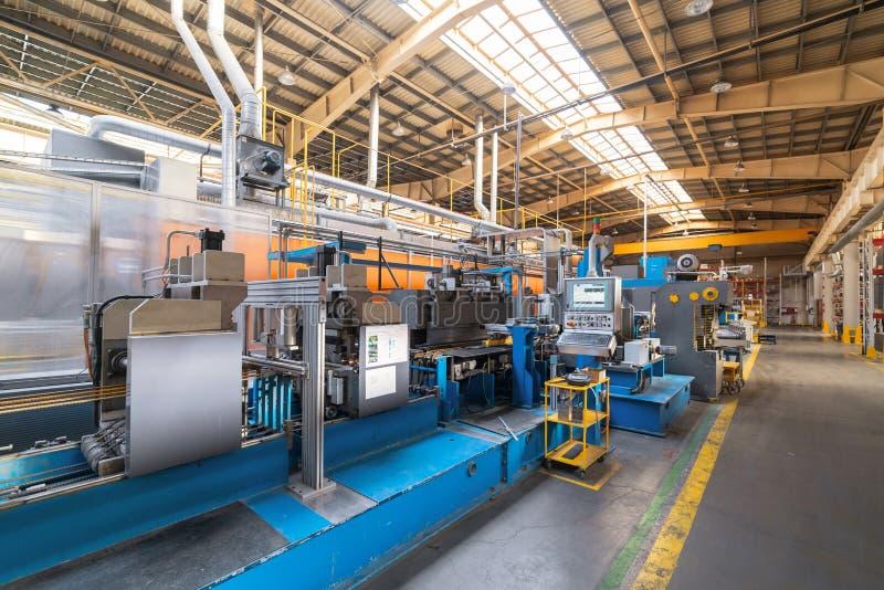 金属工艺商店的内部 现代工业企业 免版税库存照片