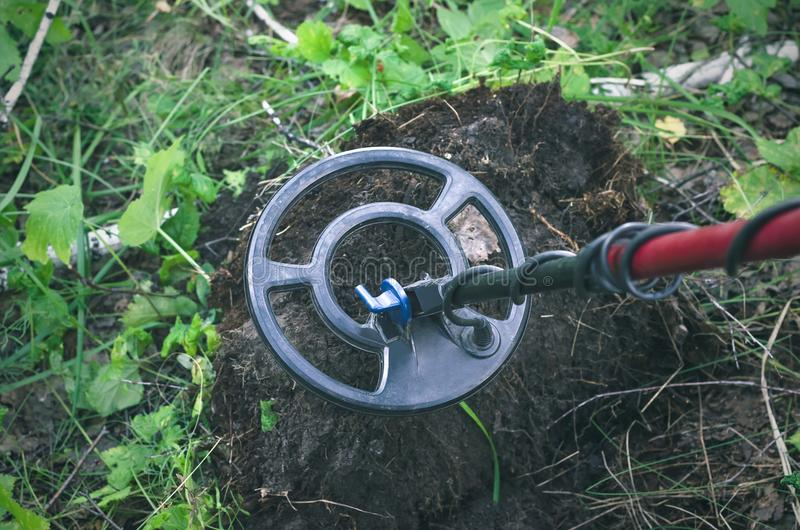 金属探测器 硬币查寻 库存图片