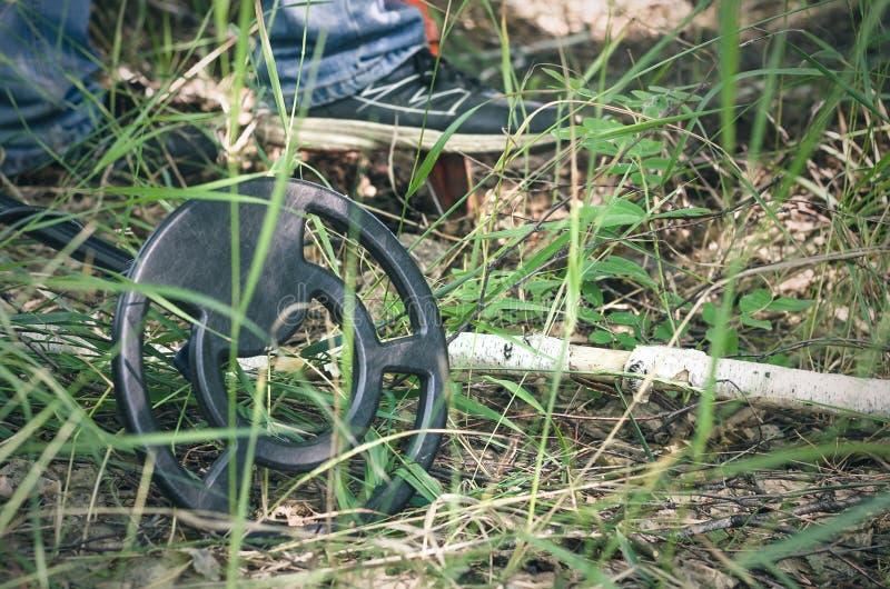 金属探测器 硬币查寻 图库摄影