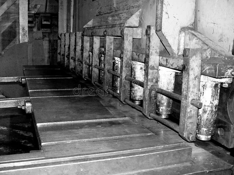 金属板弯机在铁矿 库存照片