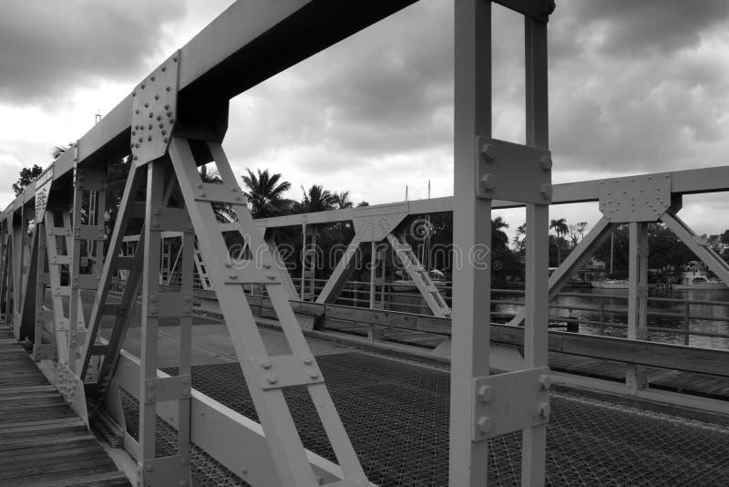 金属桥梁在劳德代尔堡 免版税库存图片