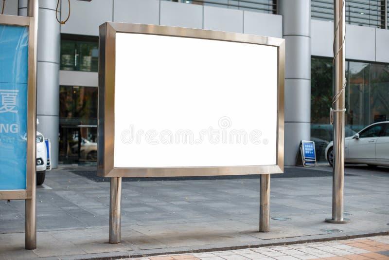 金属的广告牌 您的消息的地方 广告横幅我 免版税库存图片