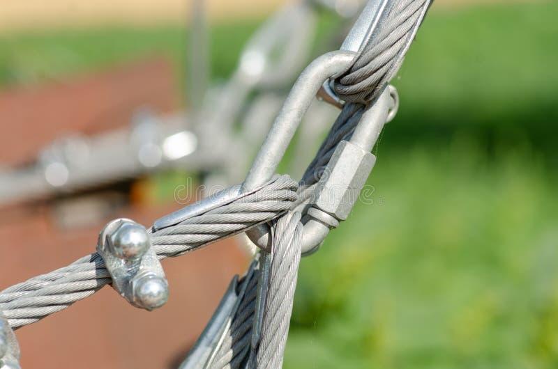 金属缆绳紧固 库存图片