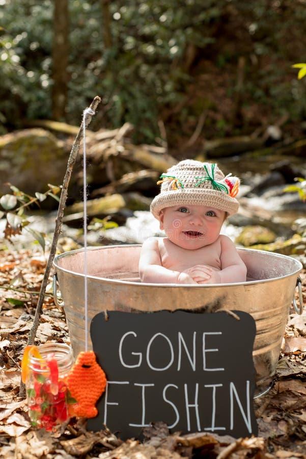 金属罐的男婴有标志去的钓鱼的 库存图片
