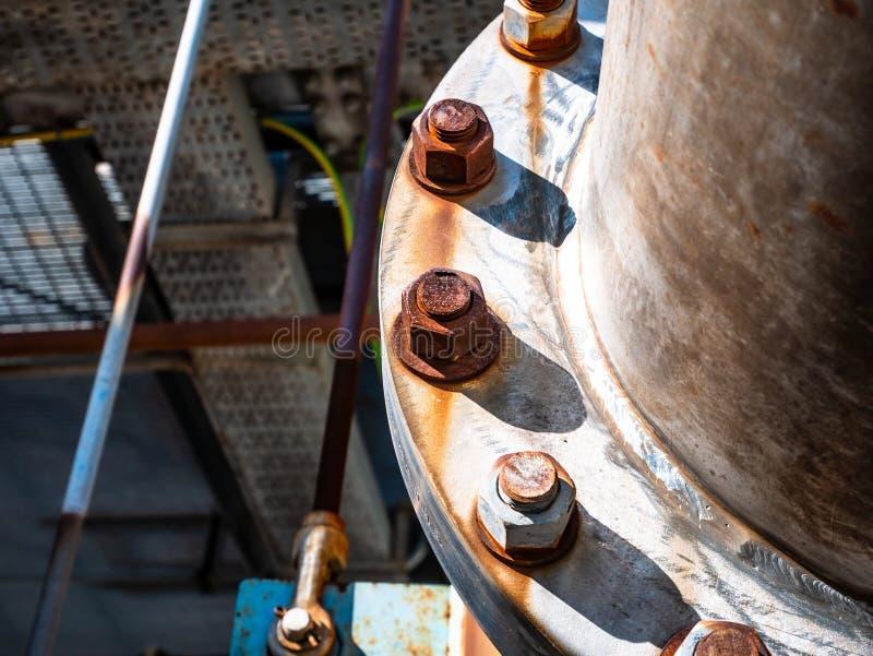 金属耳轮缘的大结合的螺栓 免版税库存照片