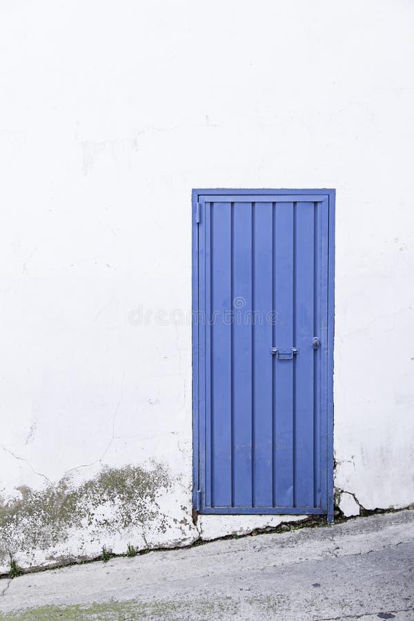金属蓝色门 图库摄影