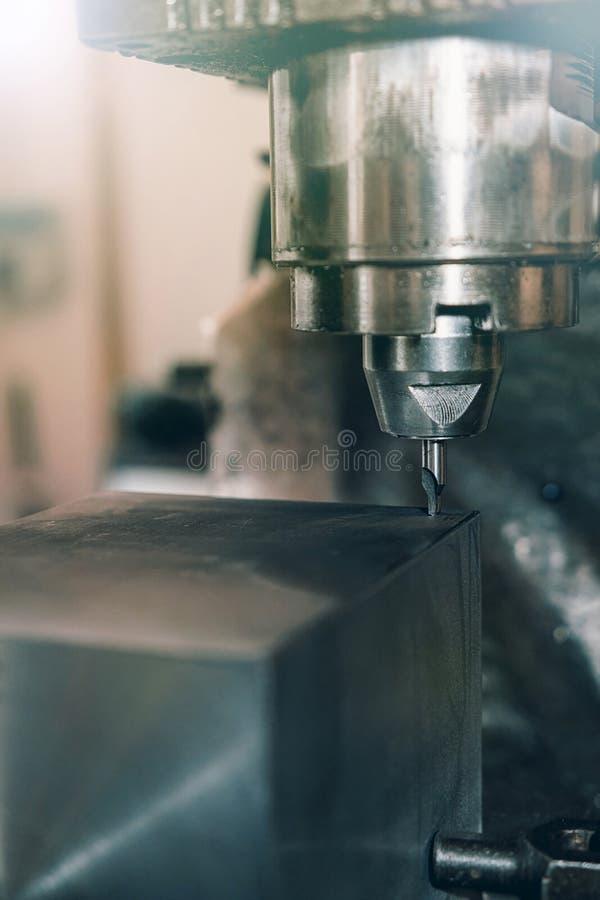 金属钻特写镜头 涂药器炮铜铆钉铆牢讨论会 图库摄影