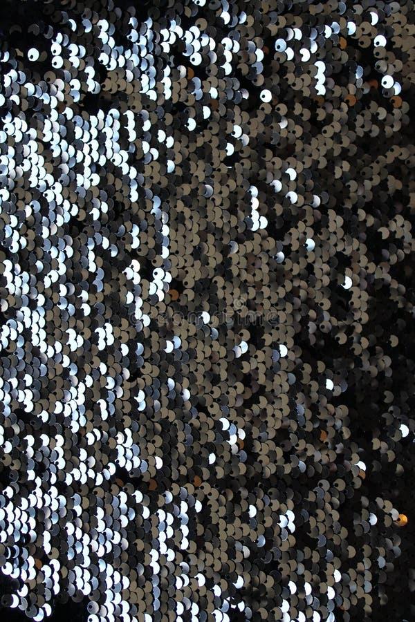 金属闪耀的衣服饰物之小金属片标度背景,在时尚礼服的圆的衣服饰物之小金属片 免版税库存图片