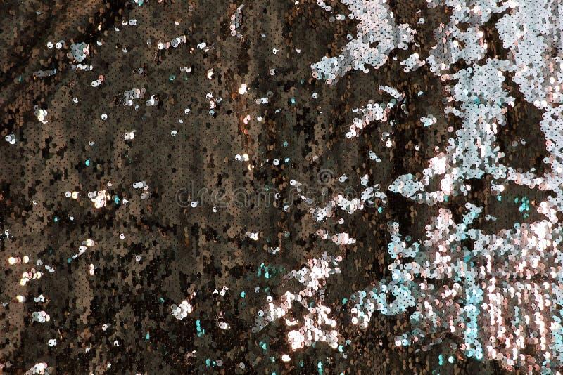 金属闪耀的衣服饰物之小金属片标度背景,在时尚礼服的圆的衣服饰物之小金属片 图库摄影