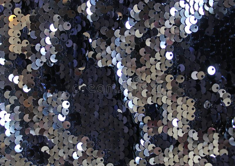 金属闪耀的衣服饰物之小金属片标度背景,在时尚礼服的圆的衣服饰物之小金属片 库存图片