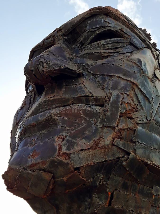 金属面孔雕塑 免版税库存图片