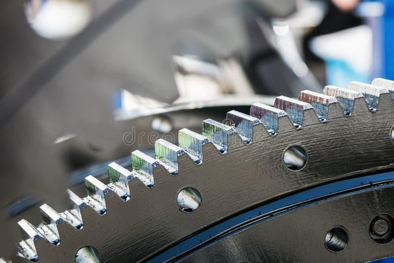 金属齿轮是引擎、传动箱或者电动子零件 免版税库存图片