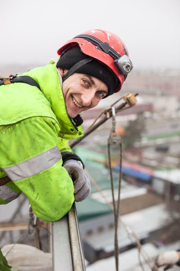 金属建筑的工业登山人 免版税库存照片