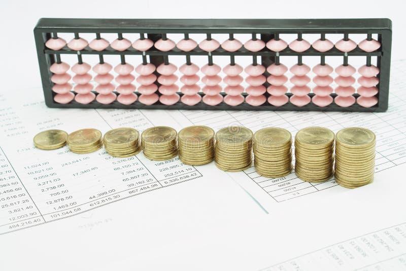 Download 金币和桃红色算盘步plie 库存照片. 图片 包括有 投反对票, 打印, 粉红色, 工作量, 数据, 超负荷 - 62532584