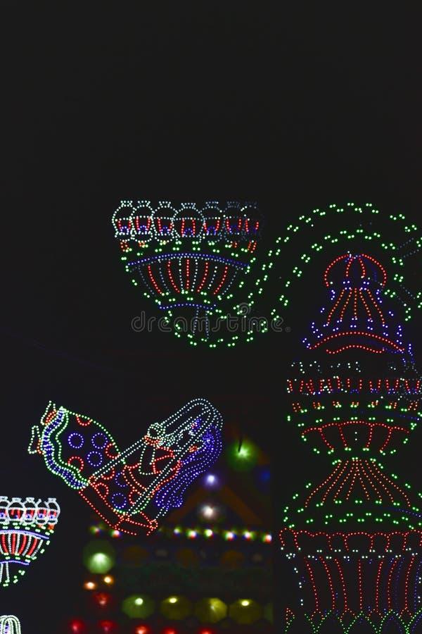 金德讷格尔,西孟加拉邦,印度2018年11月-与LED电灯泡的壮观的五颜六色的点燃的装饰在Jagadhatri Puja期间 图库摄影