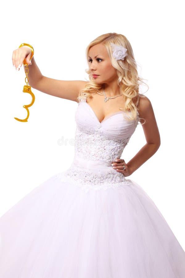 Download 金手铐的新娘。在白色隔绝的美好白肤金发少妇认为 库存图片. 图片 包括有 实施, 人力, 概念, beauvoir - 30330091