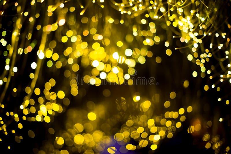 金抽象bokeh背景圣诞节背景 与bokeh defocused光和星的欢乐抽象背景 库存照片