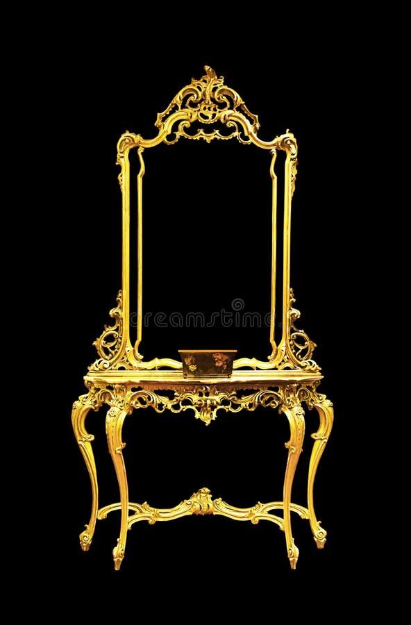 金桌在黑背景,裁减路线的镜子孤立 免版税库存图片