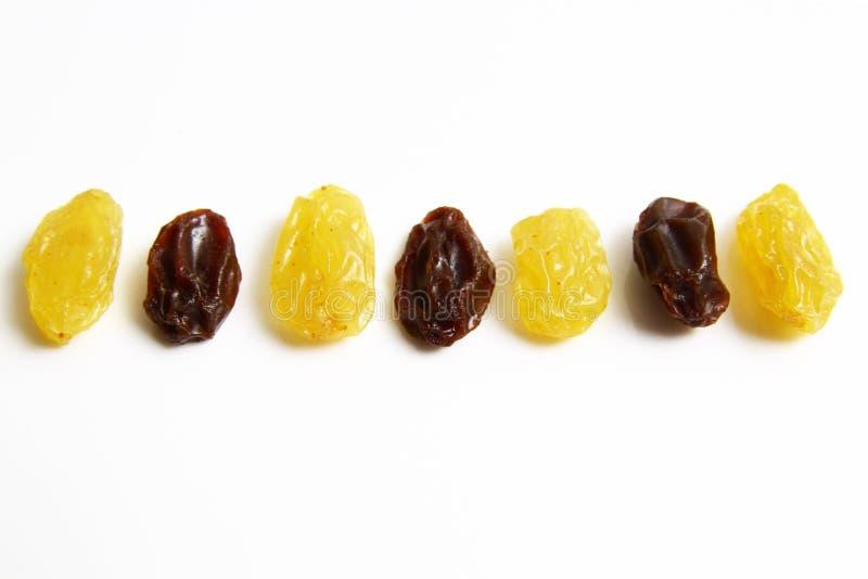 金葡萄干对黑干葡萄干 库存照片
