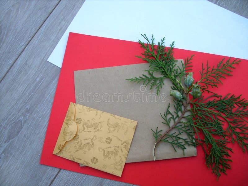 金钟柏树信封和分支  免版税图库摄影