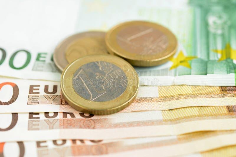 Download 金钱、欧洲货币(EUR)钞票和硬币 库存图片. 图片 包括有 工资, 关闭, 商务, 国际, 财务, 背包 - 59104905
