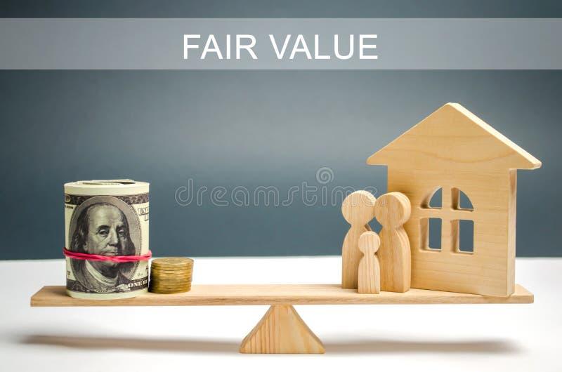 金钱和家庭与一个房子等级的与题字公平价值 u r 安置评估者 免版税库存照片