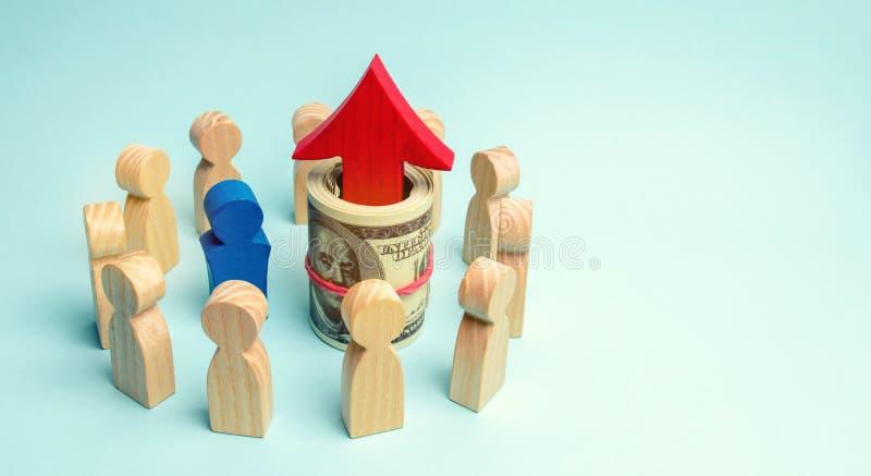 金钱和红色箭头是在队里面 a的概念 图库摄影
