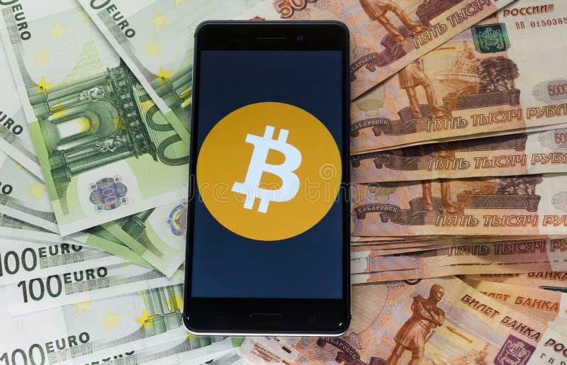 金钱和bitcon在信封 库存图片