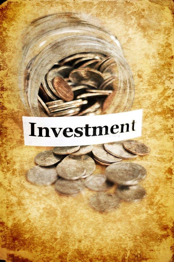 金钱瓶子为储款和投资Retirment IRA 401k学院下雨天 库存图片