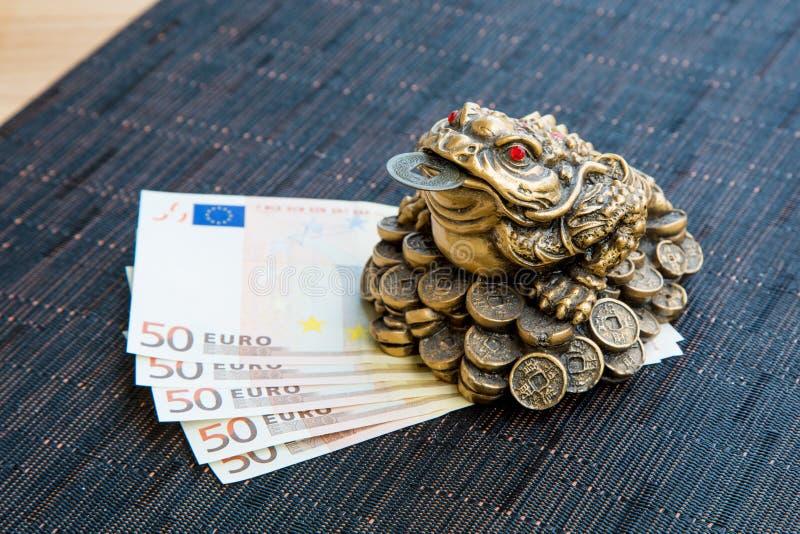 金钱青蛙和欧元 免版税图库摄影