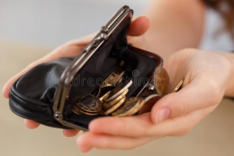 金钱,财务 有钱包的女孩 免版税库存照片