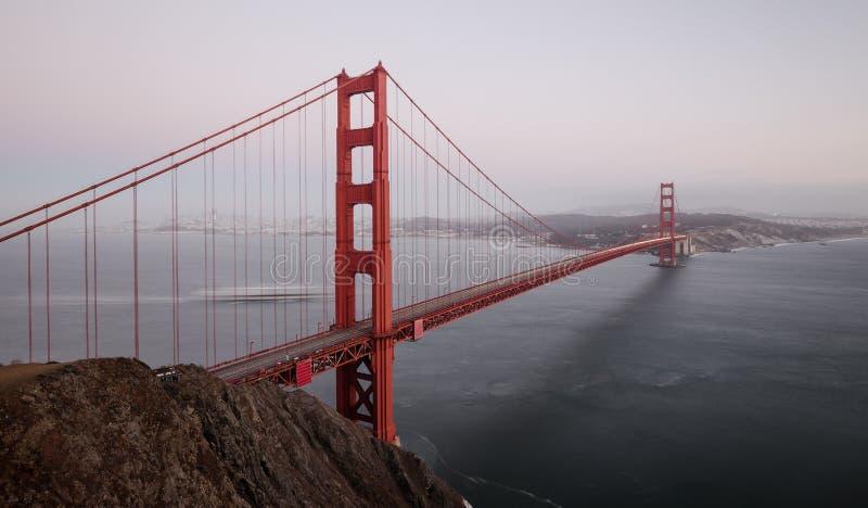 金门大桥在微明,旧金山,加利福尼亚,美国下 免版税图库摄影