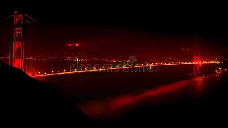 金门大桥在晚上 库存图片