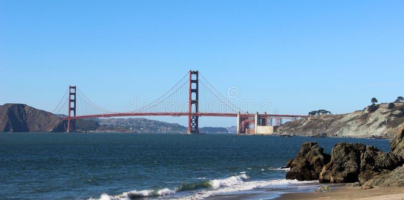 金门大桥,加利福尼亚,美国 桥梁的看法从贝克海滩的 免版税库存照片