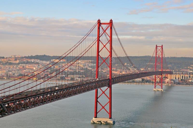Download 金门桥在里斯本 库存图片. 图片 包括有 蓝色, 反映, 横向, 地平线, 著名, 目的地, 城市, 天堂 - 37664141