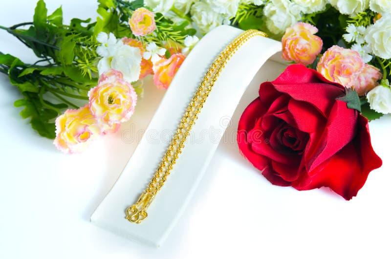 金项链96 5%与金勾子和ro的泰国金等级 免版税库存图片