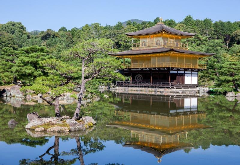 金黄亭子在京都 免版税库存照片