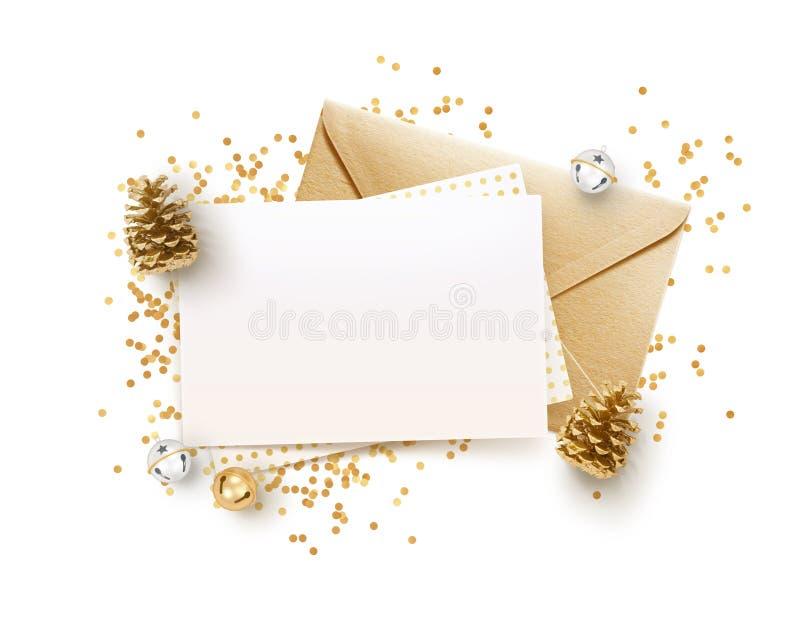 金黄信封和空白的备忘录纸嘲笑设计模板 免版税库存照片