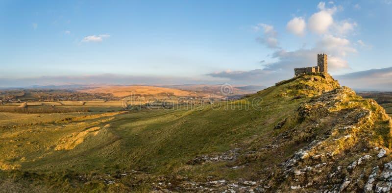 金黄光, Brentor教会, Dartmoor,德文郡 免版税库存照片