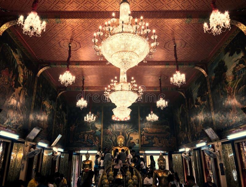 金黄古色古香的泰国菩萨雕象Wat轰隆Phli亚伊Nai寺庙 免版税库存图片